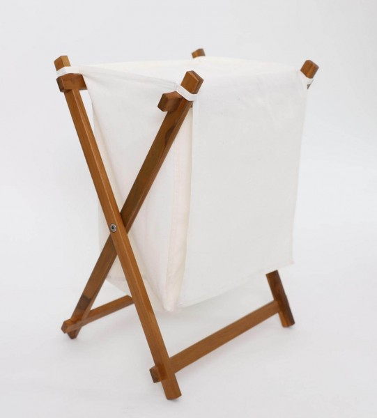 Wäschekorb mit Wäschesack