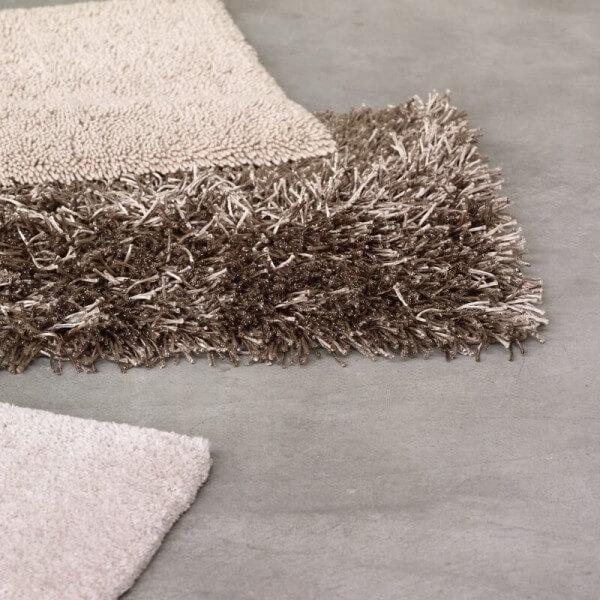 badteppich-polyester-oder-baumwolle-material-vergleich